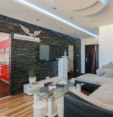 Slnečný zariadený 3 izbový byt s balkónom po KOMPLETNEJ REKONŠTRUKCII, Družba, Vl. Clementisa
