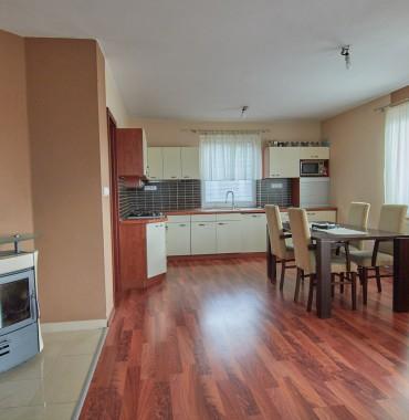 Bývajte a podnikajte na jednom mieste! 13 ročný dvojpodlažný rodinný dom a ďalší podnikateľský objekt na pozemku 3 314 m2