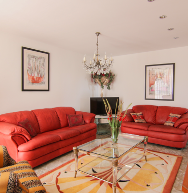 Jedinečné bývanie so všetkými výhodami v mestskom byte s atmosférou extravagantného bývania v srdci Senca