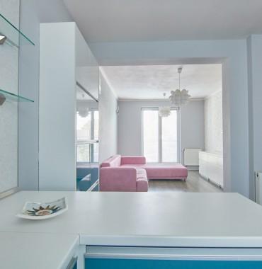 Vkusne zariadený 1 izbový byt s balkónom 38 m2 + parkovacie miesto, Slovanská