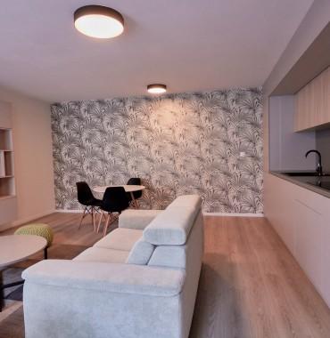 2 izbový exkluzívne a účelne zariadený byt v modernom štýle v novostavbe s priestrannou lodžiou v centre mesta na Kapitulskej ulici