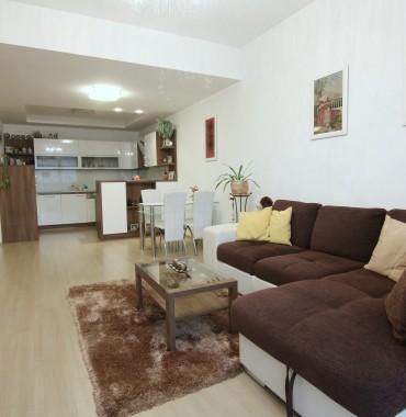 Na predaj luxusný, kompletne zariadený 2 izbový byt v blízkosti centra mesta Trnava.