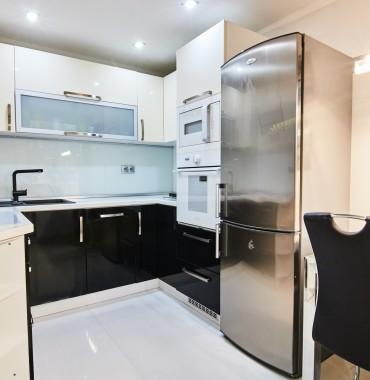 Zrekonštruovaný klimatizovaný 2-izb. byt s lodžiou, kompletne zariadenie bytu v cene