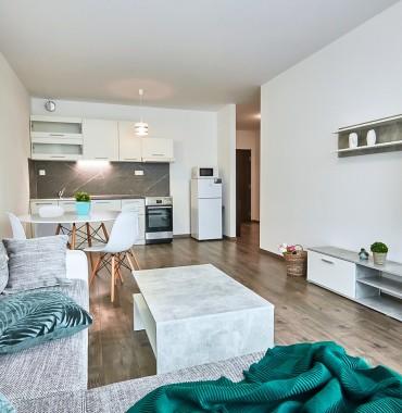 Krásny, slnečný 2 izbový byt s balkónom , Arboria