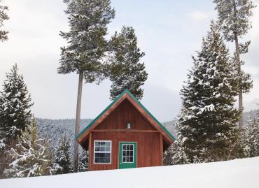 Moderná drevostavba uprostred zelene - výhody drevených domov